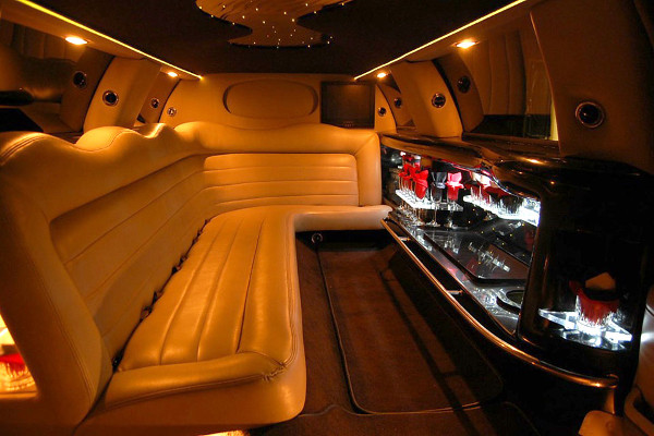 8 Person Lincoln Limo Service Indianapolis