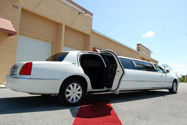 8 Person Lincoln Stretch Limo Indianapolis